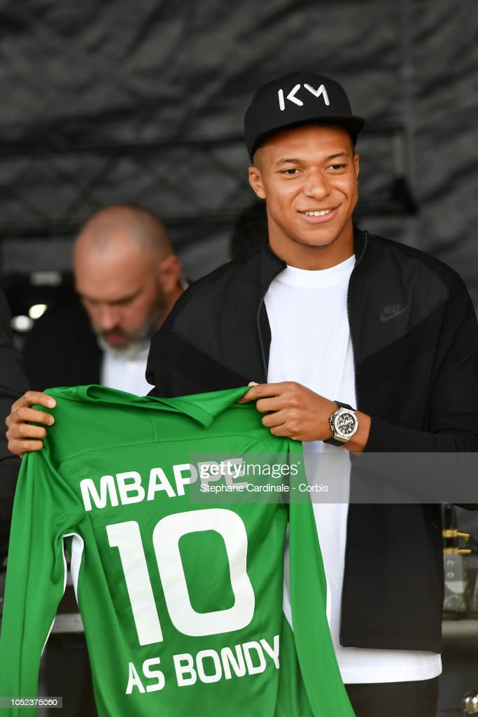 cheaper d279b 57ffc Kylian Mbappe reacts on stage as he holds a Soccer Jersey of ...