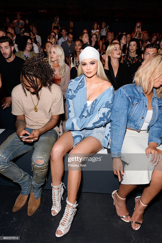 Jonathan Simkhai - Front Row - September 2016 - New York Fashion Week: The Shows : News Photo