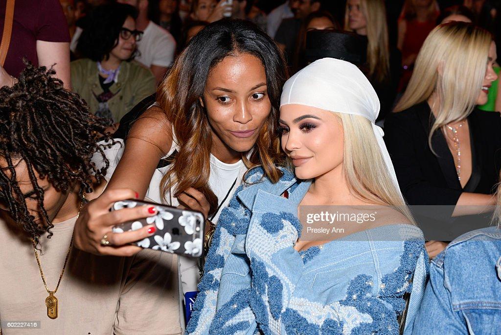 Jonathan Simkhai - Front Row - September 2016 - New York Fashion Week: The Shows : News Photo