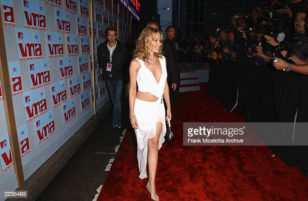 Kylie Minogue Arrives For The 2002 MTV Video Music Awards At Radio City Hall In