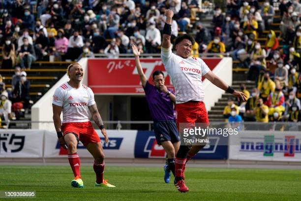 Kyo Yoshida of the Toyota Verblitz celebrates scoring his side's first try during the Top League match between Toyota Verblitz and Suntory Sungoliath...