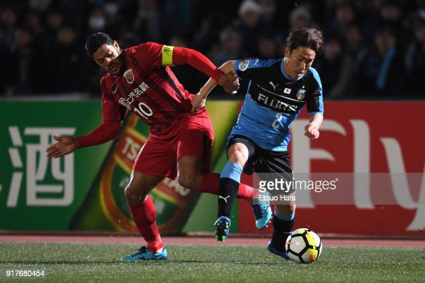 Kyohei Noborizato of Kawasaki Frontale and Hulk of Shanghai SIPG compete for the ball during the AFC Champions League Group F match between Kawasaki...