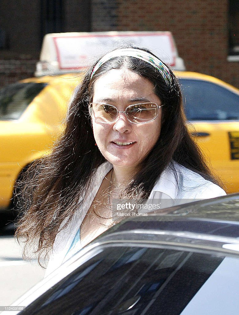 Yoko Ono Sighting Leaving Da Silvano Restaurant - July 29, 2006 : News Photo