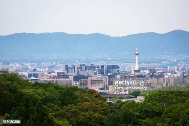 kyoto city in summer - 丘 ストックフォトと画像