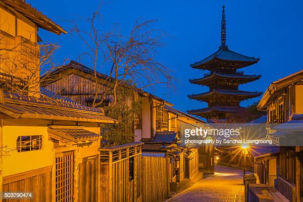 kyoto, japan - yasaka pagoda. part of unesco world heritage site. gion district. - pagoda stock pictures, royalty-free photos & images