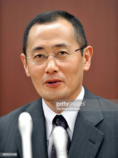 Kyoto University professor Shinya Yamanaka attends a press conference after receiving the Lasker Award at Kyoto University on September 14 2009 in...