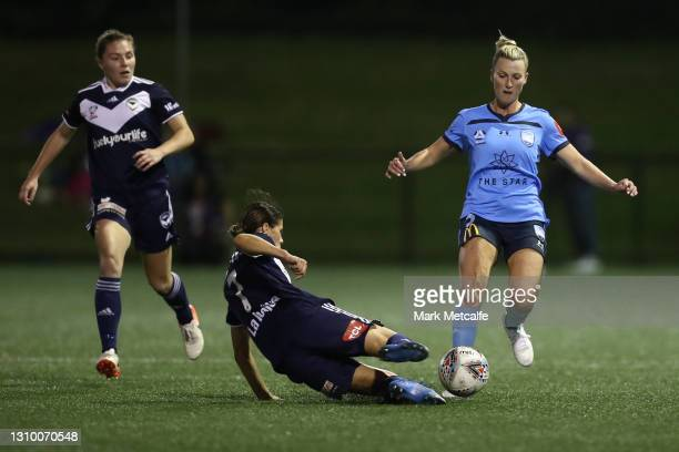 Kyra Cooney-Cross of the Victory and Ally Green of Sydney FC compete for the ball during the round 14 W-League match between Sydney FC and Melbourne...