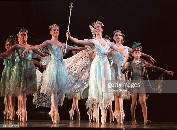 Kyra Strasberg as Tatania leads her entourage in Boston Ballet's 'A Midsummer Night's Dream'