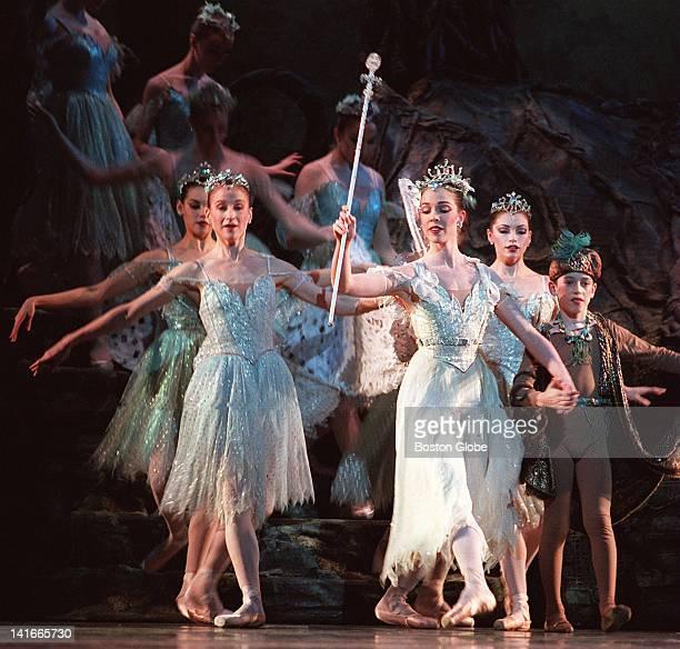 Kyra Strasberg as Tatania leads her entourage in Boston Ballet's 'A Midsummer Night's Dream'
