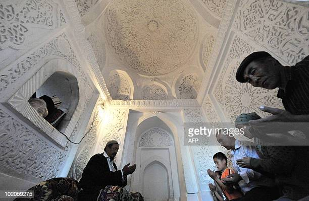 Kyrgyz people pray in a mosque in the town of Osh, some 700km outside Bishkek, on May 13, 2009. AFP PHOTO / VYACHESLAV OSELEDKO