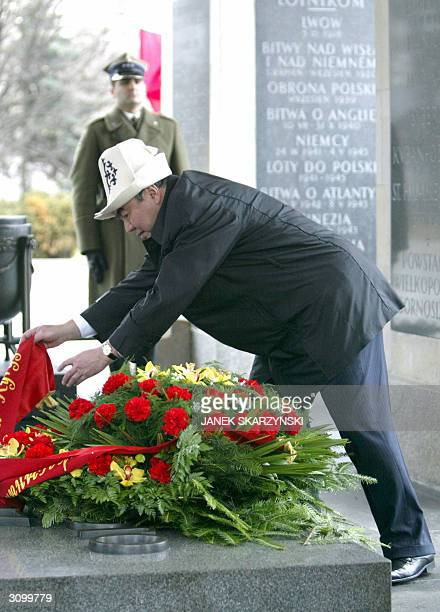 Kyrgyzstan's President Askar Akayev lays a wreath at the tomb of the Unknown Soldier in Warsaw 16 March 2004 Akayev is on a threeday visit to Poland...