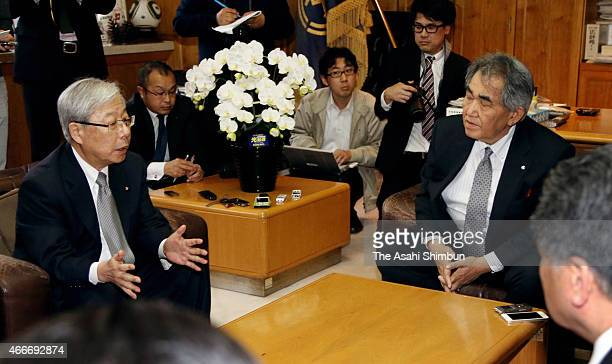 Kyushu Electric Power Co President Michiaki Uriu speaks with Genkai city mayor Hideo Kishimoto during their meeting on March 18 2015 in Genkai Saga...