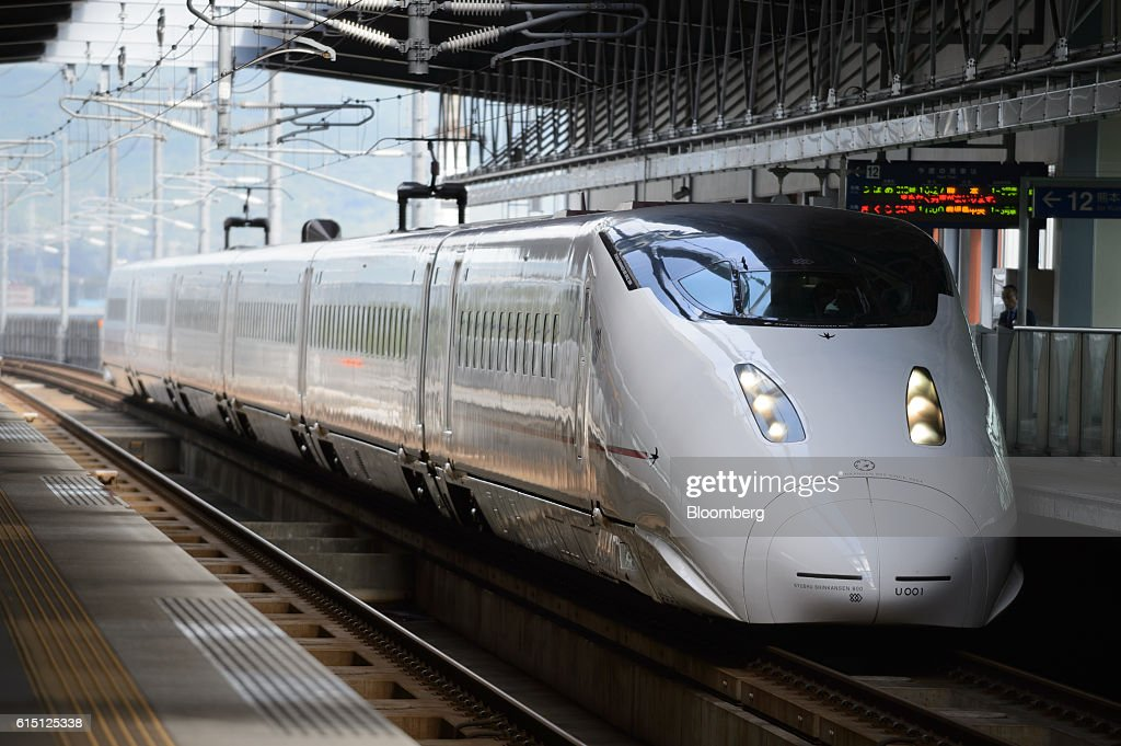 Operations of Kyushu Railway Co. Before Scheduled List On Tokyo Stock Exchange : News Photo