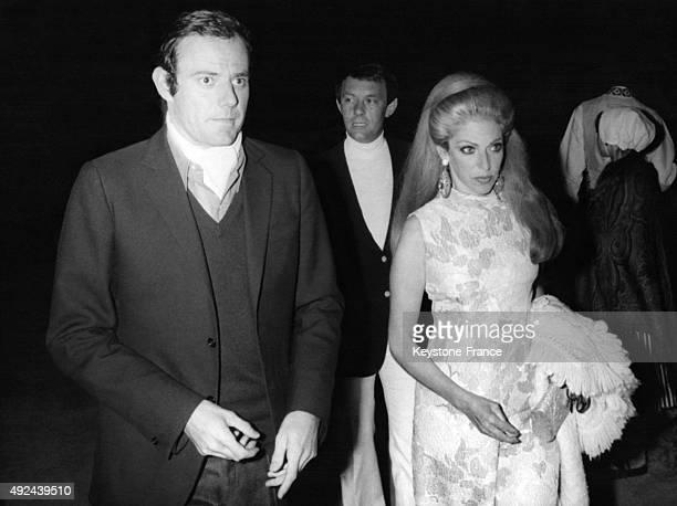 La Baronne MarieHelene de Rothschild arrive a la soiree donnee en l'honneur des nouveaux epoux Michel Raimon et Evelyne de Beschart le 24 mai 1970 a...