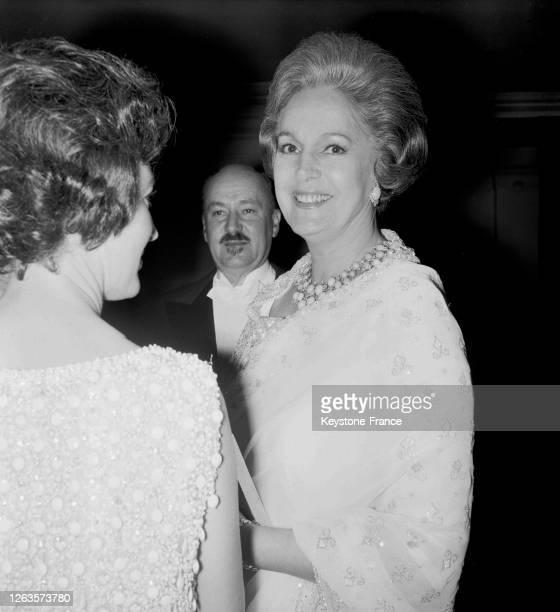 La Begum et le comte de Monpezat à l'Opéra de Paris, France le 18 novembre 1966.