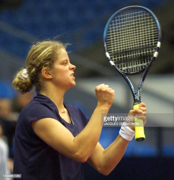 la Belge Kim Clijsters montre sa détermination après un point gagné sur la Française Nathalie Tauziat le 29 avril 2000 à Moscou au cours du deuxième...