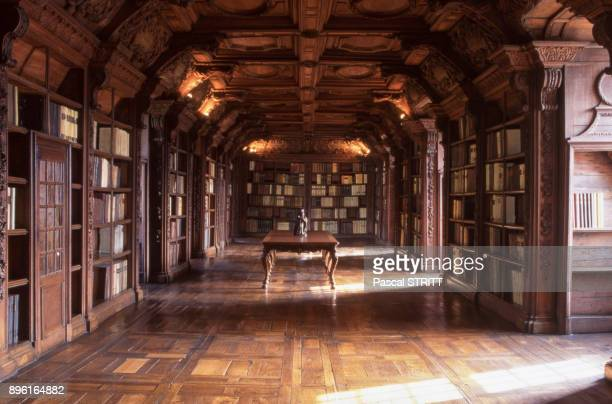 La bibliotheque de l'ancien college des Jesuites de Reims dans la Marne France