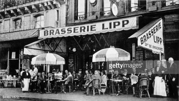 La brasserie Lipp à Paris boulevard Saint Germain France early to mid 20th century