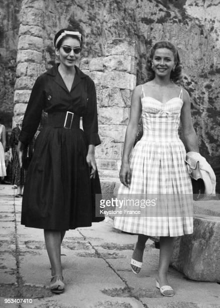 La cantatrice Maria Callas et Athina Livanos Onassis visitant le site archéologique de Delphes Grèce en juillet 1959