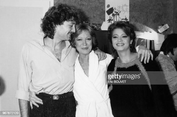 La chanteuse Alice Dona à l'issue de son tour de chant à l'Olympia entourée de son ami Laurent Boyer et de sa fille Raphaëlle Ricci le 28 février...