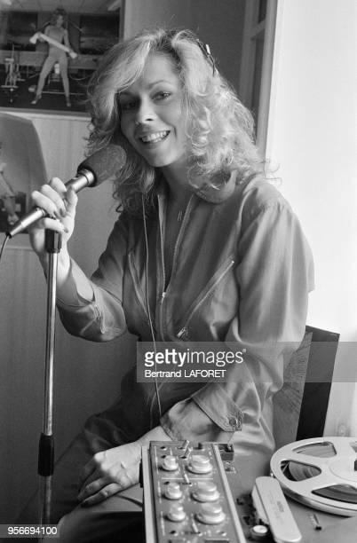 La chanteuse américaine Leonore O'Malley enregistre chez elle à Paris en avril 1980 France