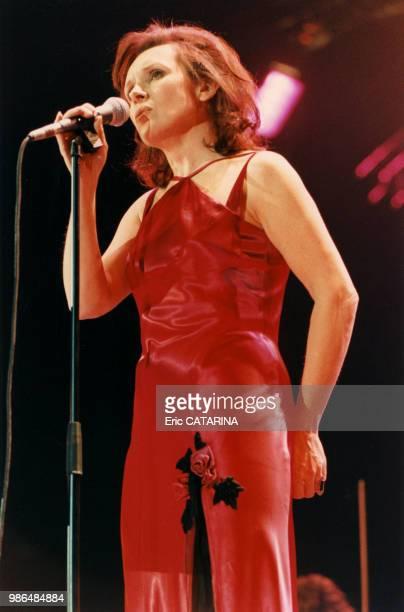 La chanteuse belge Dani Klein du groupe Vaya Con Dios lors du concert Night of the Proms le 10 décembre 1996 à Paris France