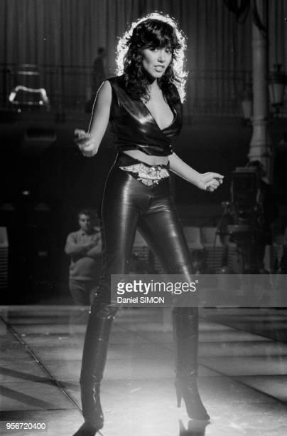 La chanteuse brésilienne Carlos Sotto Mayor lors d'un show télévisé à Paris en octobre 1981 France