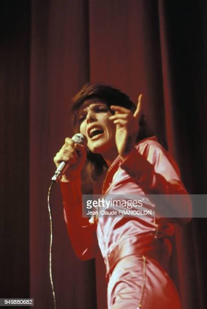 La chanteuse Dani en concert circa 1970 en France