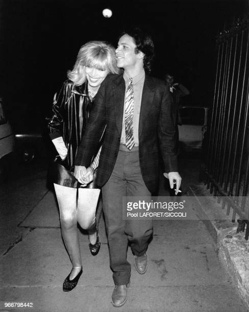 La chanteuse et animatrice française de tv Amanda Lear avec son mari Alain-Philippe Malagnac d'Argens de Villèle à Paris, France, le 30 septembre...