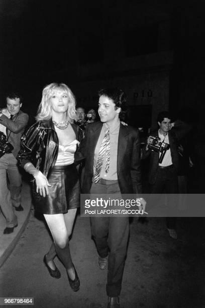 La chanteuse et animatrice française de tv Amanda Lear avec son mari Alain-Philippe Malagnac d'Argens de Villèle à la soirée de gala de la première...