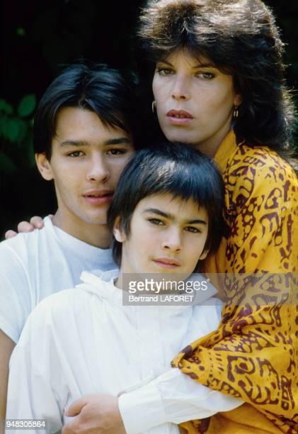 la chanteuse et comédienne Dani et deux ses fils en juin 1982
