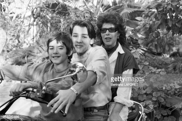 La chanteuse française Dani Auger et ses deux fils à Marrakech en février 1982 Maroc