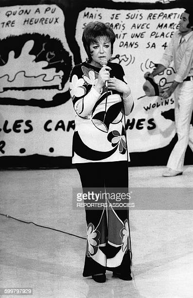 La chanteuse française Régine sur scène en France