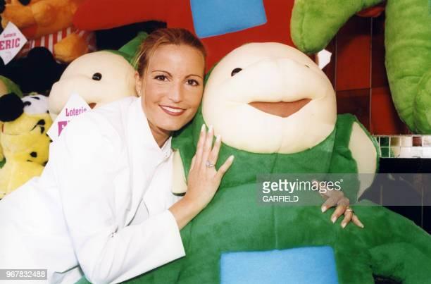 La chanteuse française Sandy Valentino à la Foire du Trône à Paris le 29 avril 1999 France
