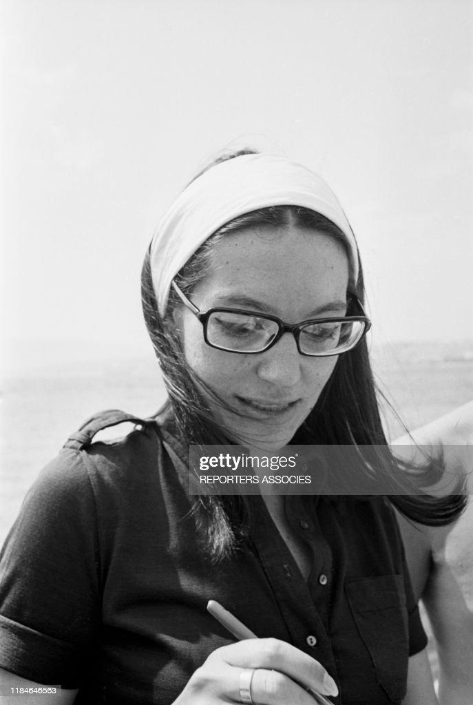Portrait de Nana Mouskouri en 1967 : Photo d'actualité