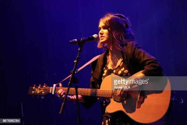 La chanteuse Joyce Jonathan apporte son soutien a la candidature d'Annecy pour les Jeux Olympiques d'Hiver de 2018 en se produisant lors d'un concert...