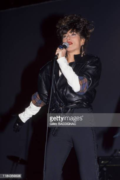 La chanteuse Julie Pietri lors d'un concert de soutien à François Mitterrand le 29 fevrier 1988 à Paris France