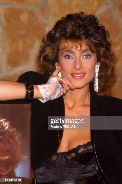 La chanteuse Julie Piétri lance sa ligne de maquillage le 15 mars 1985 à Paris France