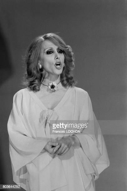La chanteuse libanaise Fairuz lors d'un show télévisé à Paris le 19 mai 1975 en France