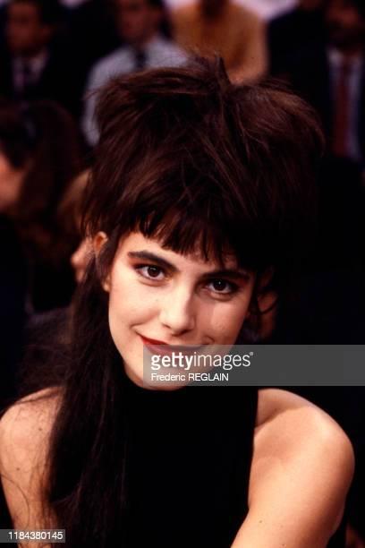 La chanteuse Lio sur le plateau du 'Grand échiquier' à Paris le 19 novembre 1986 France