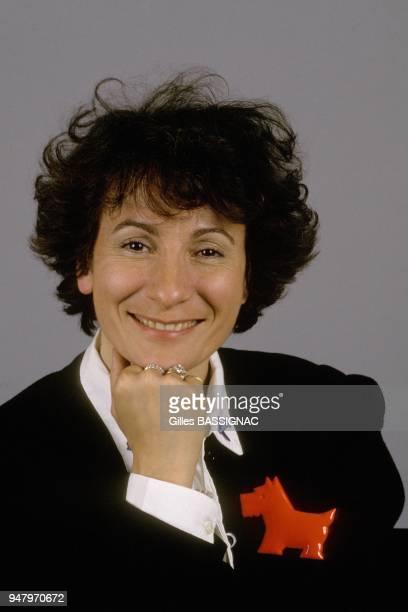 La Chanteuse MariePaule Belle en studio le 11 avril 1988 a Paris France