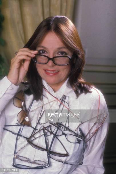 La chanteuse Nana Mouskouri et ses lunettes le 20 octobre 1986 à Paris France