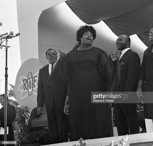 La chanteuse noire de jazz Marion Williams pendant le concert au Festival de Jazz le 26 juillet 1965 a Antibes France