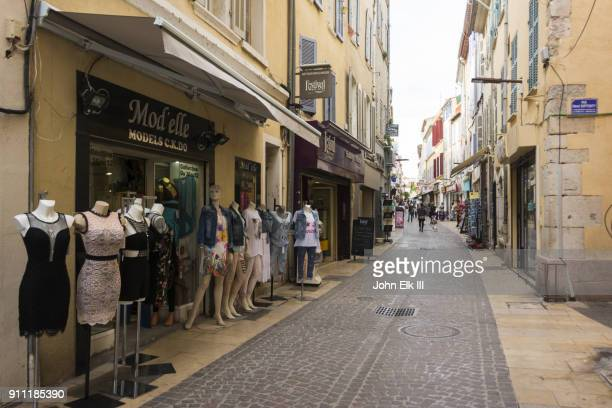 la ciotat street scene with people - la ciotat photos et images de collection