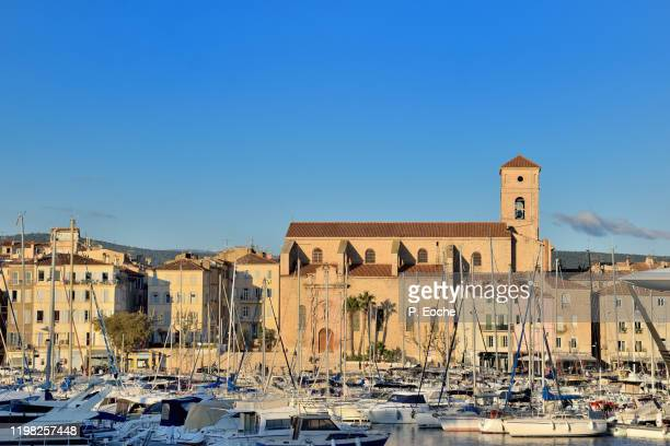 la ciotat, the marina and the notre-dame de l'assomption church - la ciotat photos et images de collection