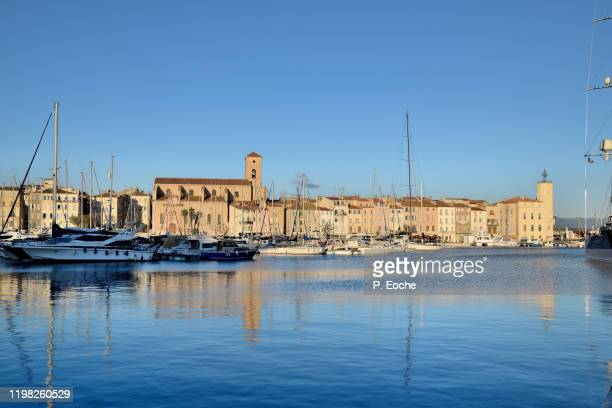 la ciotat, the marina, the ciotaden museum and the notre-dame de l'assomption church - la ciotat photos et images de collection
