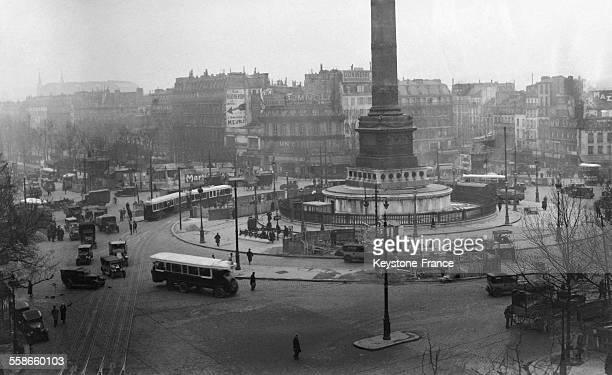 La circulation Place De La Bastille à Paris France circa 1930