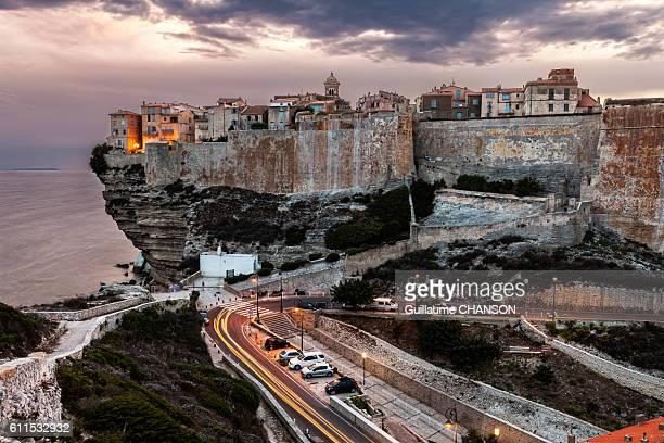 La citadelle de Bonifacio au coucher de soleil, Corse, France