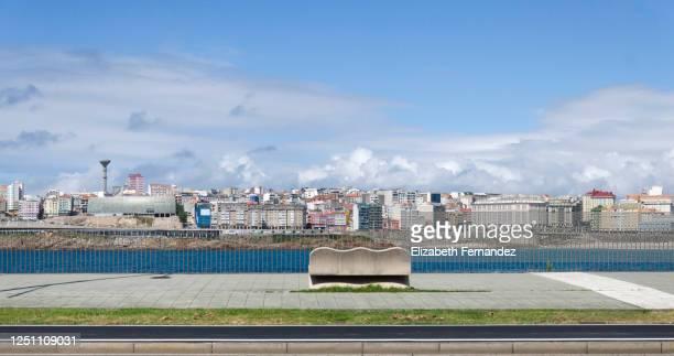 la ciudad de a coruña vista desde su paseo marítimo. riazor, galicia, españa. - a coruna stock pictures, royalty-free photos & images