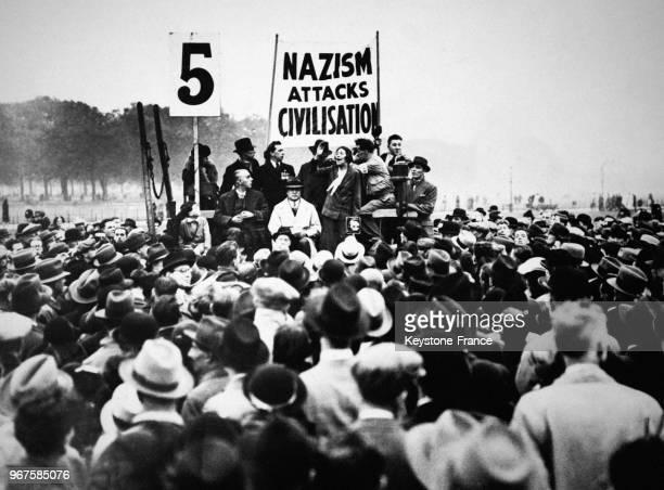 La célèbre suffragette Sylvia Pankhurst prononçant un discours à Londres RoyaumeUni le 28 octobre 1935